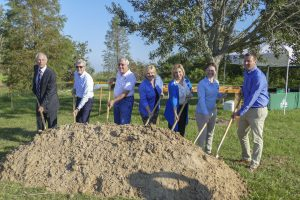 Lisa Kelley and Winter Garden officials at project groundbreaking