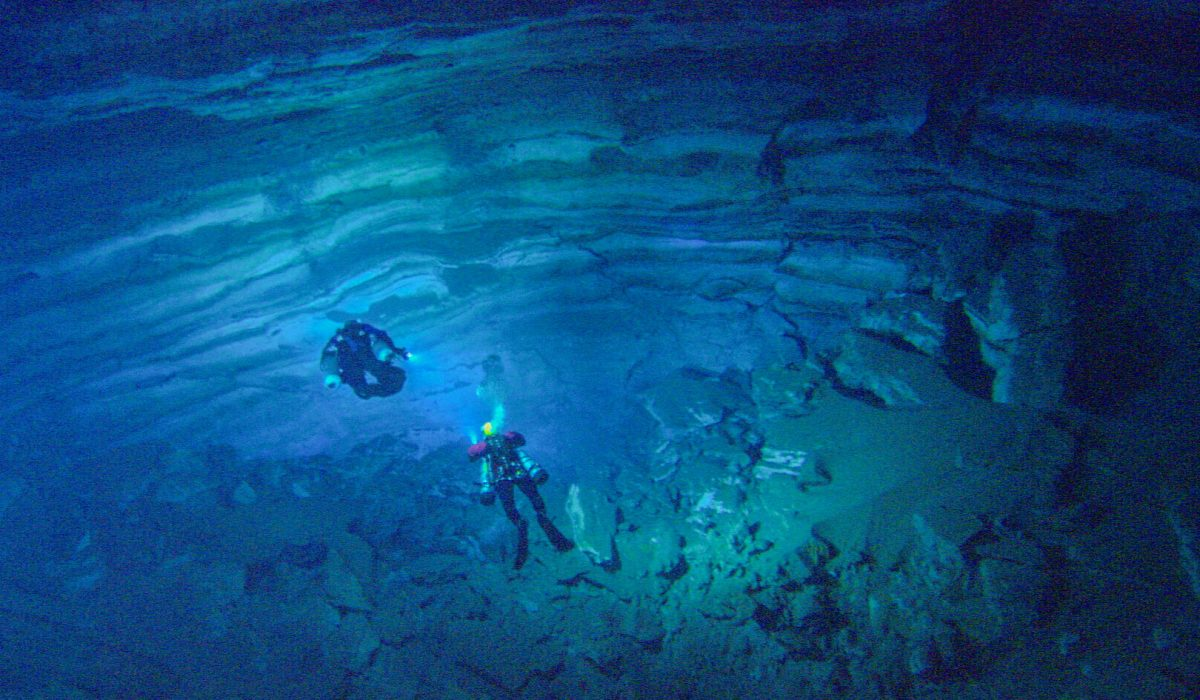 Scuba divers in cavern at Silver Glen Springs