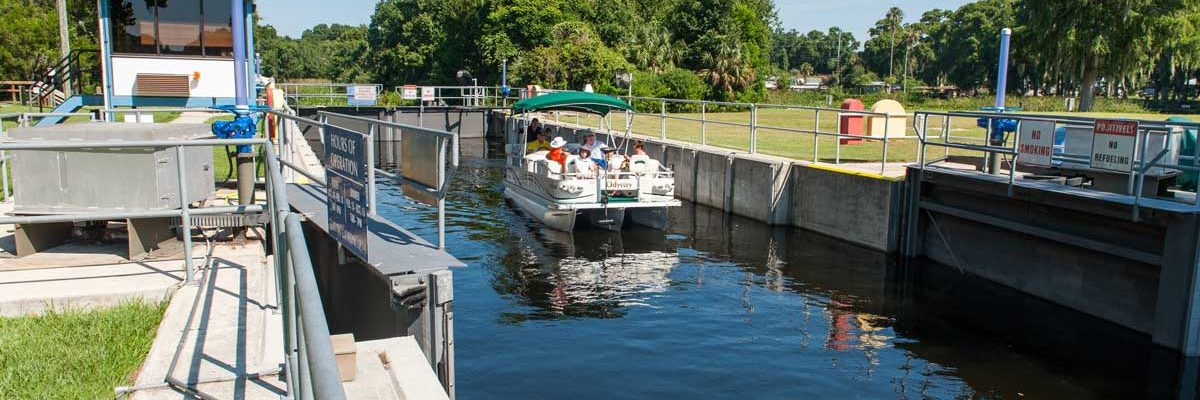 Pontoon boat using a navigational lock on the Ocklawaha River