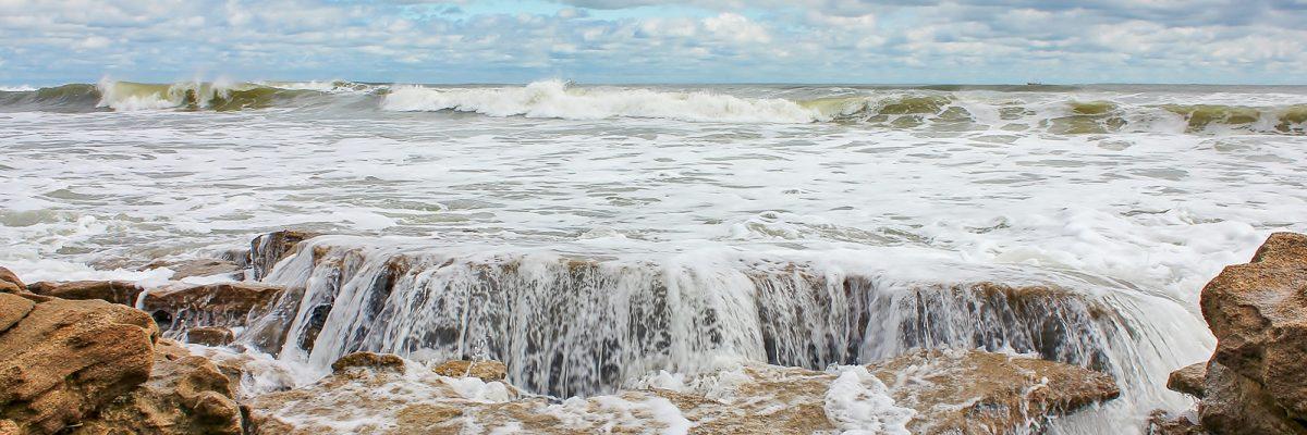 Ocean waves crashing at Washington Oaks Gardens State Park