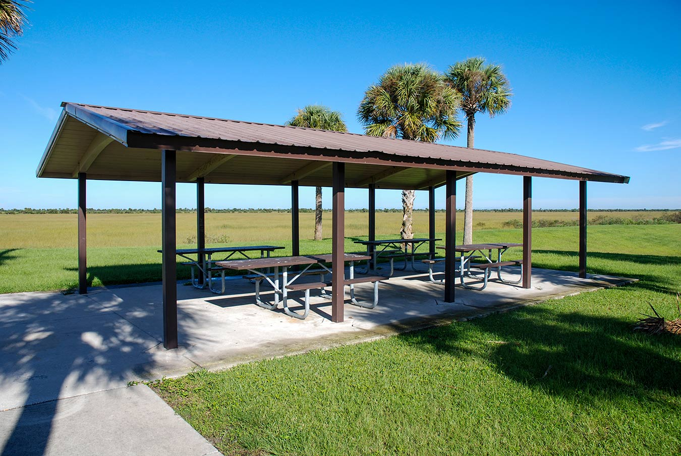 A picnic area offers a spot where visitors can enjoy the vista and some shade.