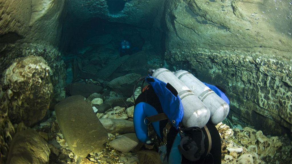 Two divers diving in an aquifer